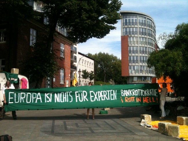 """Europa is Nothing for Experts. Bankruptocracy Rot in Hell!"" Foto: Schwabinggrad Ballett"